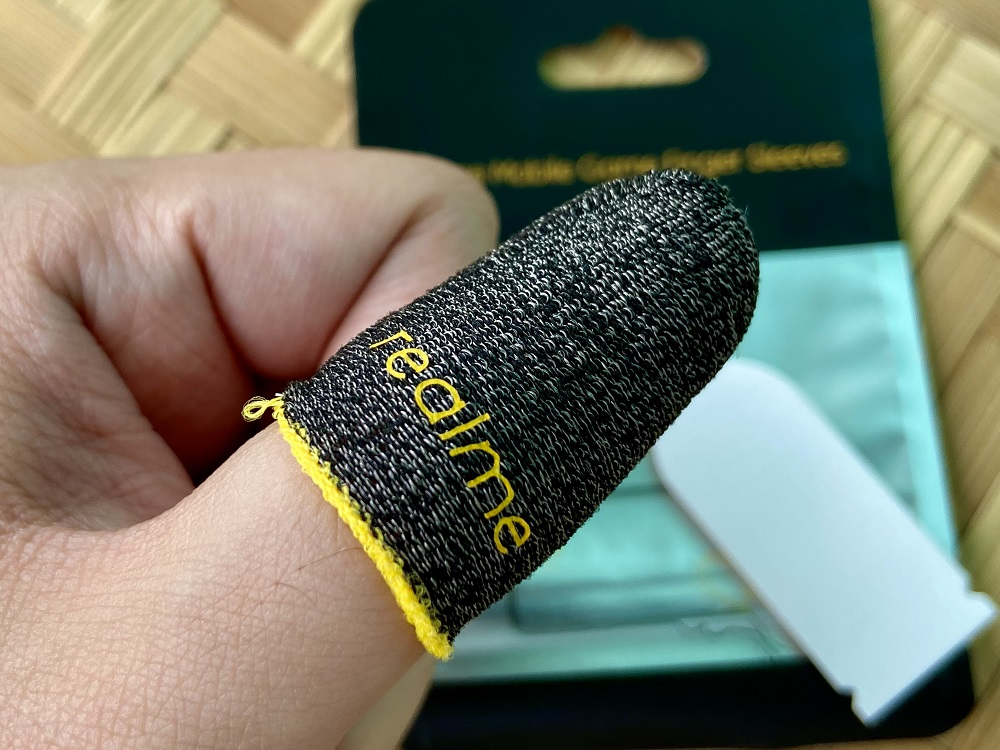 Using the realme Finger Sleeves