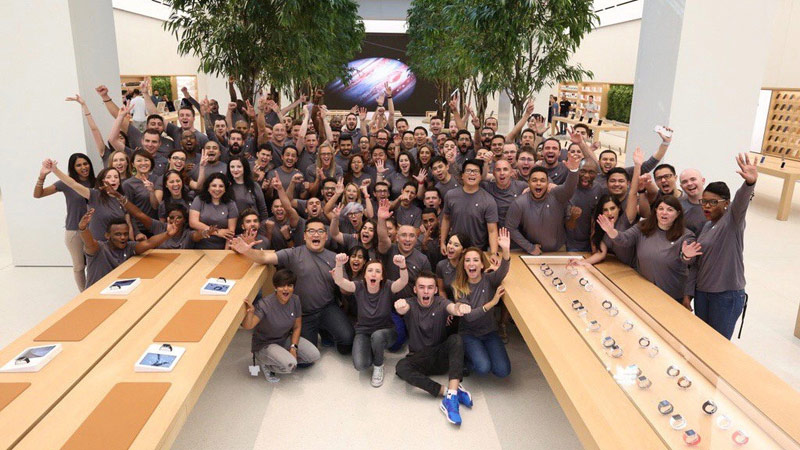 Apple opened in Dubai the world's largest Apple Store [Video]