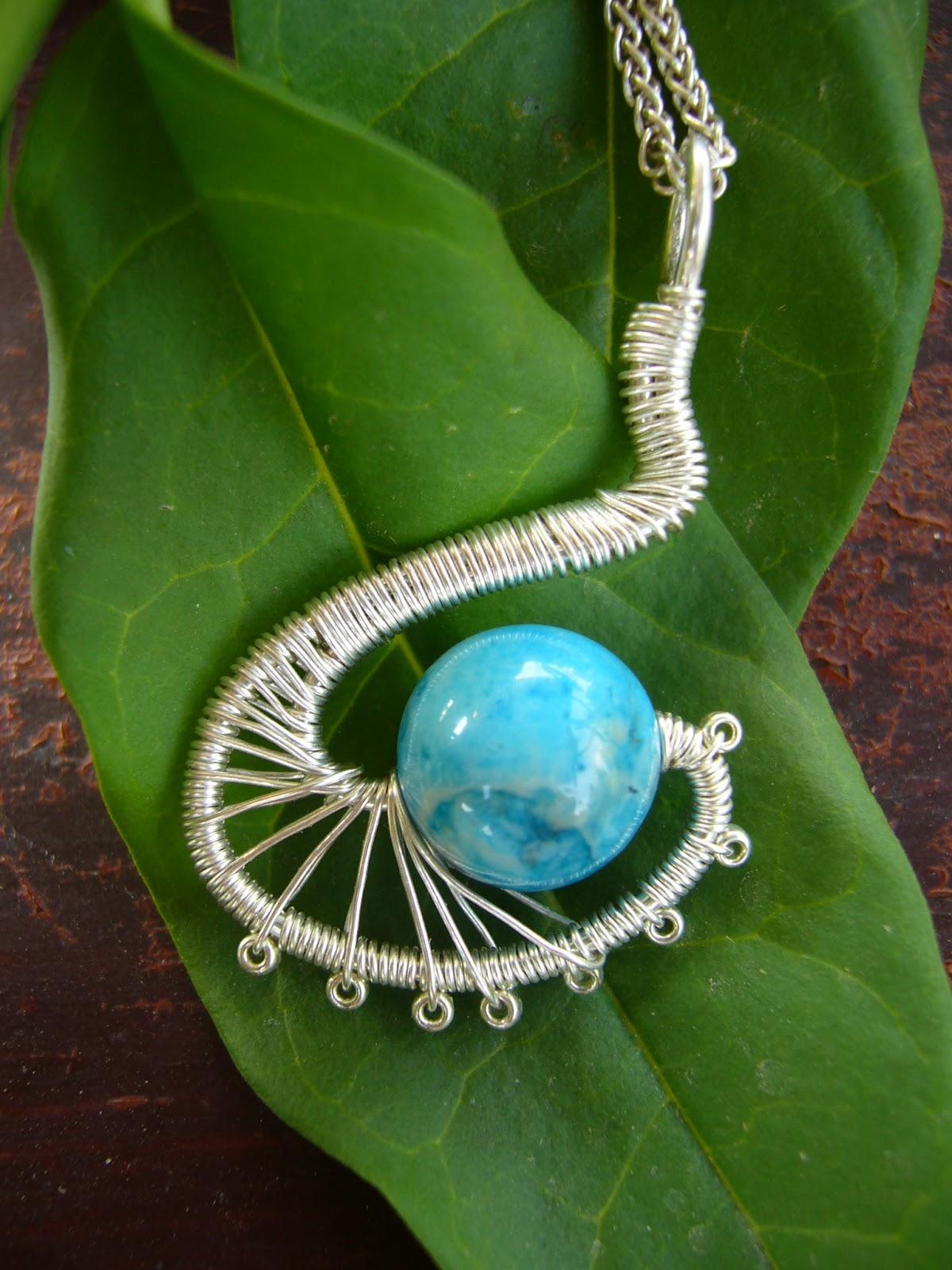 d81cb9cd3 Betty Design gyöngy - drót - textil: Drótékszer: csipkeachát medál ...