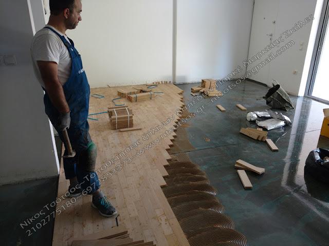 Απο τη φάση της επικόλλησης ξύλινου δαπέδου