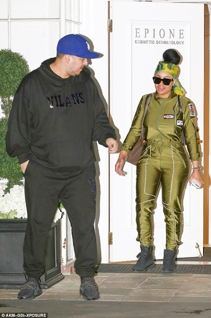 Blac Chyna Publicly Kissing New Lover, Rob Kardashian as they Flaunt their Romance (Photos)