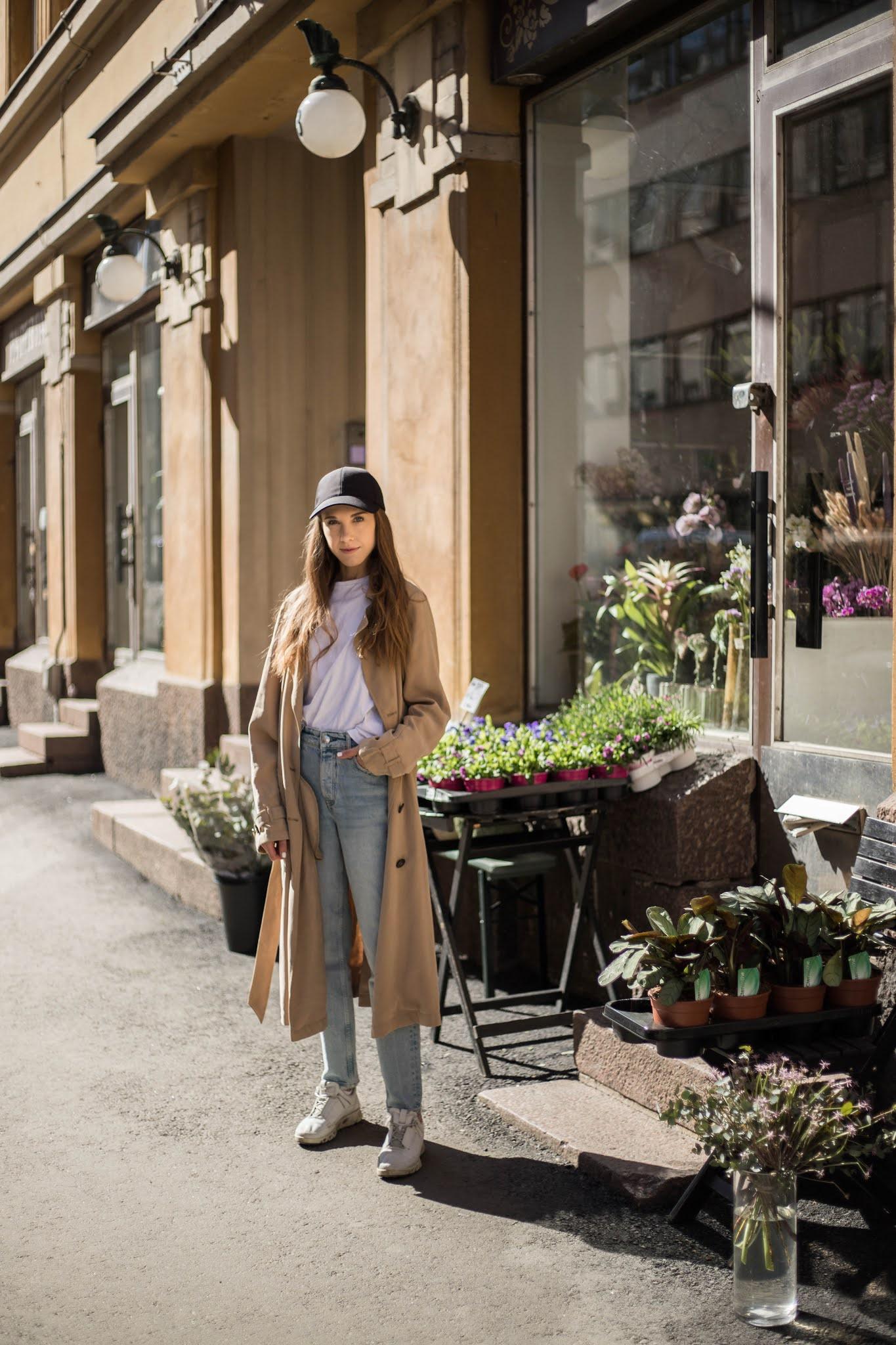 Inspiraatiota kevään ja kesän muotiin: lippis ja trenssitakki // Inspiration for spring and summer style: a cap and a trench coat