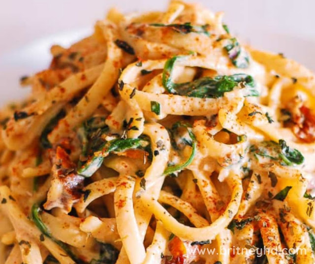 LINGUINE WITH SPINACH AND SUN DRIED TOMATO CREAM SAUCE