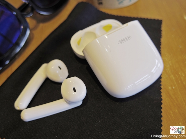Joyroom Portable and Easy to use Earbuds