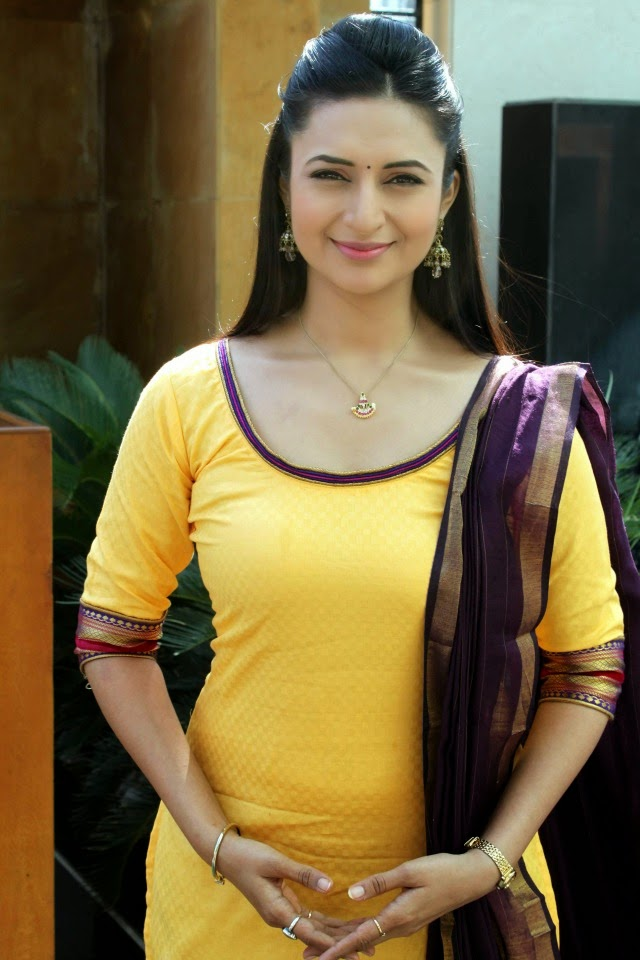 Divyanka Tripathi hot sexy figure in salwar kameez tight pants Ye Hai Mohabbatein TV serial cast actress