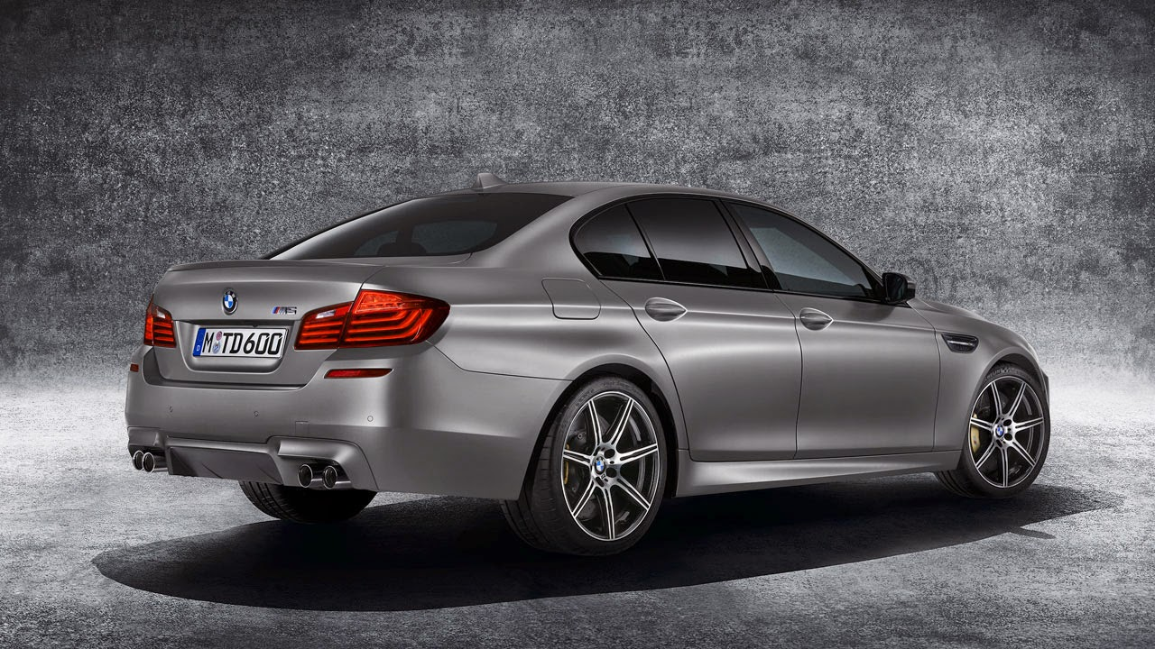 BMW M5 rear side