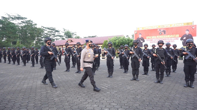 Kapolda Jambi Pimpin Upacara Pemberangkatan Brimob Jambi BKO Polda Papua PAM Rahwan