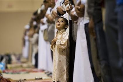 Masyarakat Dukuh Bengkah Laksanakan Sholat Gerhana di Masjid Jami' Baitul Amin