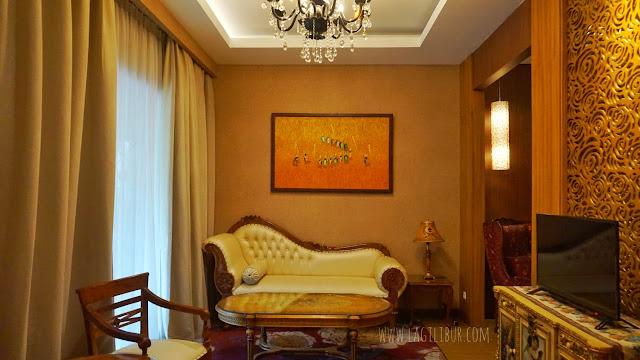 Living Room Grand Suites Ramada Suites by Wyndham
