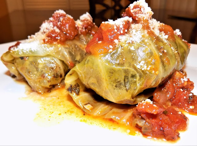 A picture of freshly cooked cabbage rolls