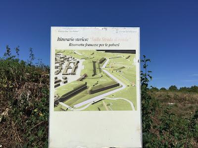 """Palmanova: Itinerario storico - """"Sulla strada di ronda - riservetta francese per le polveri""""."""