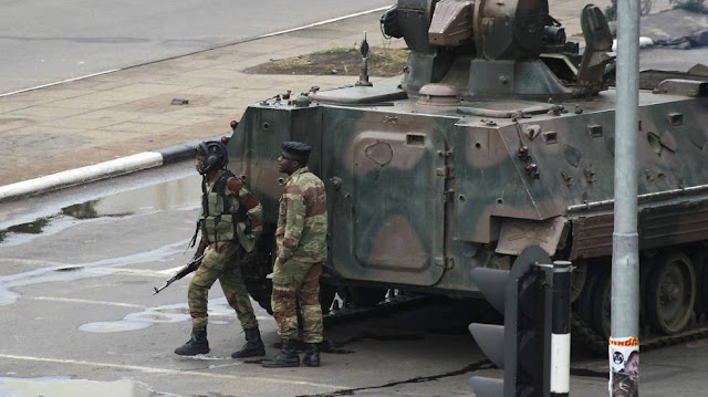 A situação no Zimbábue ainda continua em total confusão, enquanto os militares decidem o futuro do país.