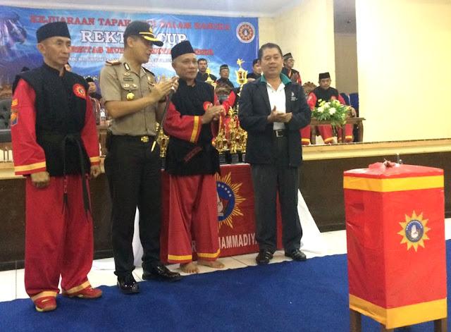 Buka Gelanggang, Rektor Unmuh Jember Tancapkan Senjata Kosegu