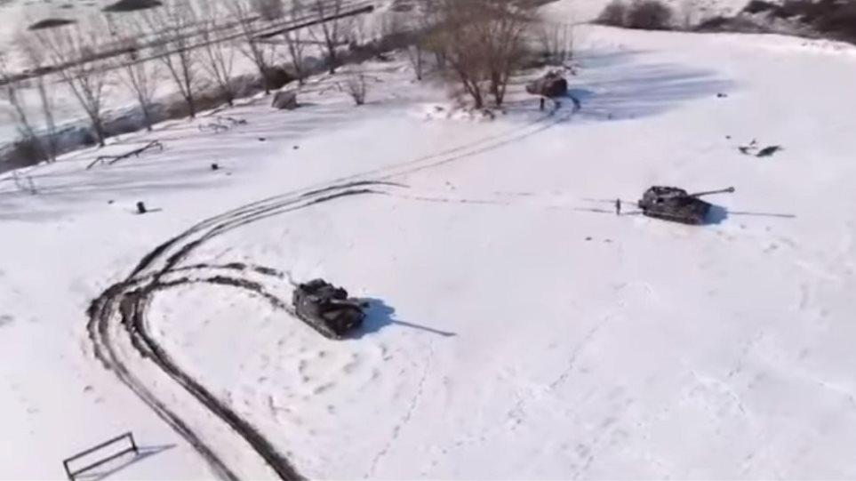 Πανταχού παρούσες και υπό συνθήκες χιονιά οι Ένοπλες Δυνάμεις [ΒΙΝΤΕΟ]