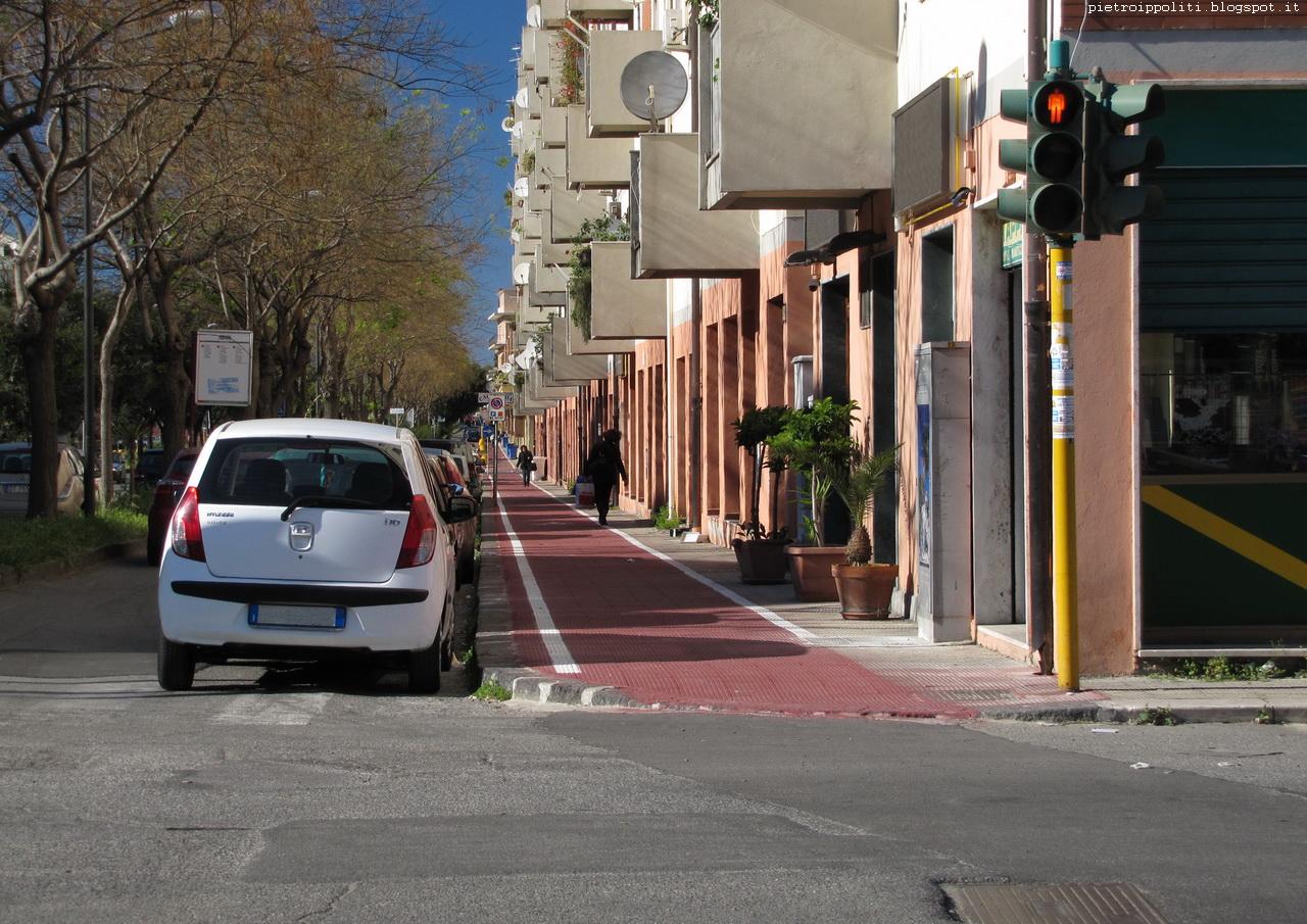 Pista ciclabile di RC direzione Nord, incrocio Via Itria