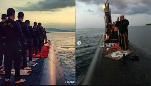 Viral Anggota TNI AL Shalat di Atas Kapal Selam Bikin Warganet Terharu
