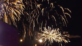 Tűzeső Glasgow-ban, csodás arany színű tűzijáték
