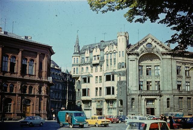 1977 год. Рига. На площади 17 июня