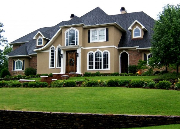 a blend of two or more colors on the exterior of the home is not a necessity therefore this color combination is not only good when applied on house - Exterior House Design Painting