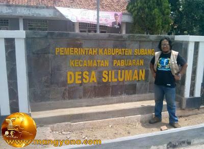Desa Siluman Desa Unik Di Subang. Tapi yang berdiri ntu bukan Siluman loh... Hehehe.. Tapi Mang Dawock.  Foto dari Mang Dawock - Facebooker Subang