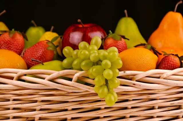 هل السكر الموجود في الفواكه مضر