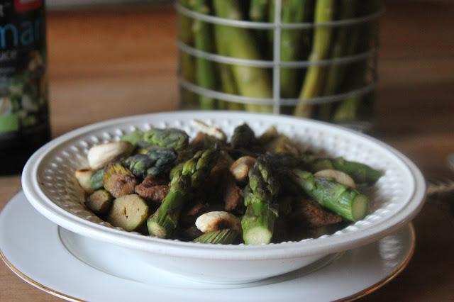5 recettes avec des asperges : poêlée d'asperges aux protéines de soja texturées et noix de cajou