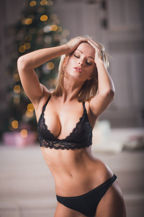 Nude blonds get laid