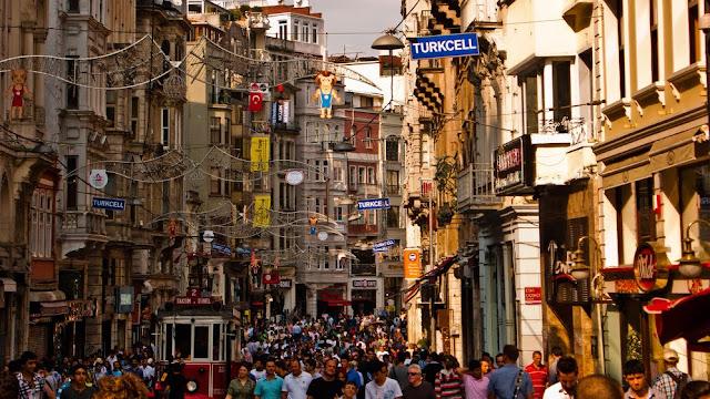 Avenida Istiklal em Istambul na Turquia
