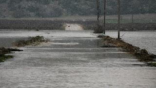 Υπερχείλισε, λόγω σφοδρής βροχόπτωσης, ο Γαλλικός ποταμός στην περιοχή της Σίνδου