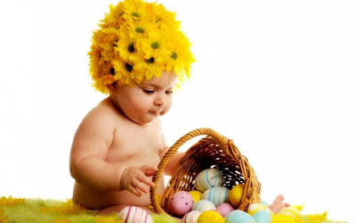 playing-baby-with-wearing-sunflower-hat-pics