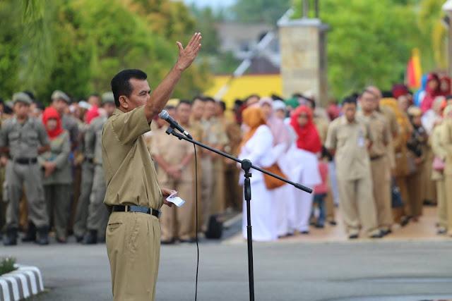 Hari Perdana Masuk Kerja, Mukhlis Ajak ASN Bijak Menggunakan Medsos
