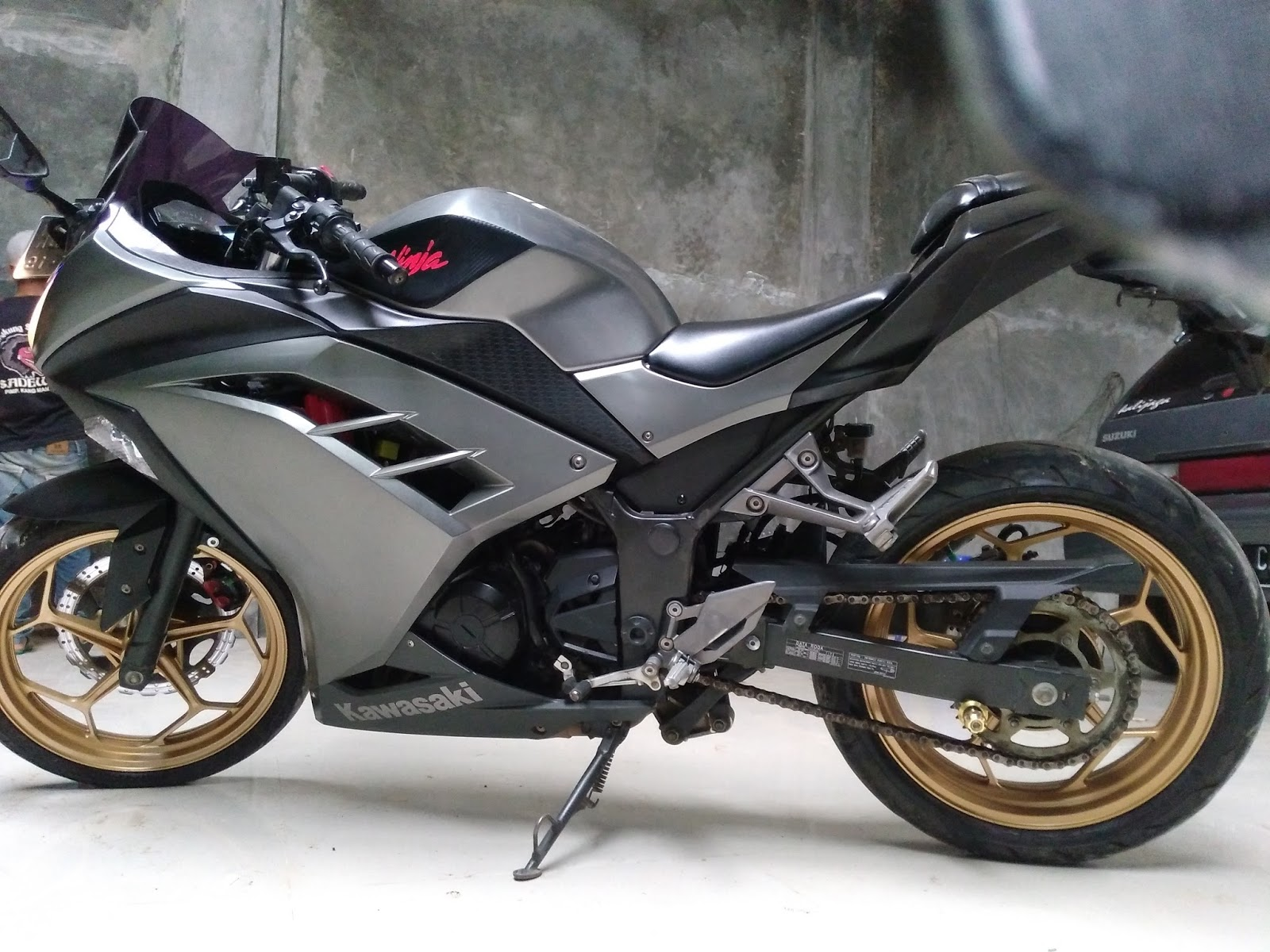 .: Dijual Kawasaki Ninja 250cc tahun 2013 injection,abu