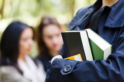 Apakah Pendidikan Tinggi Menjamin Kesuksesan Karir? Begini Faktanya!