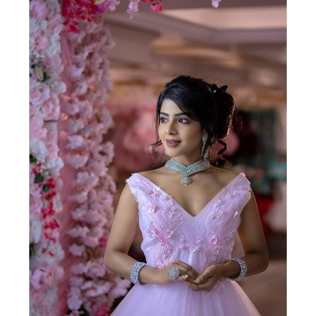 Pavithra Lakshmi 6