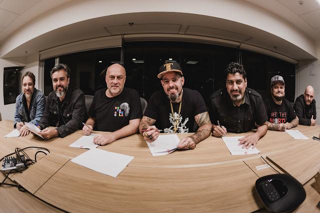 Detonautas Roque Clube assina com a Sony Music
