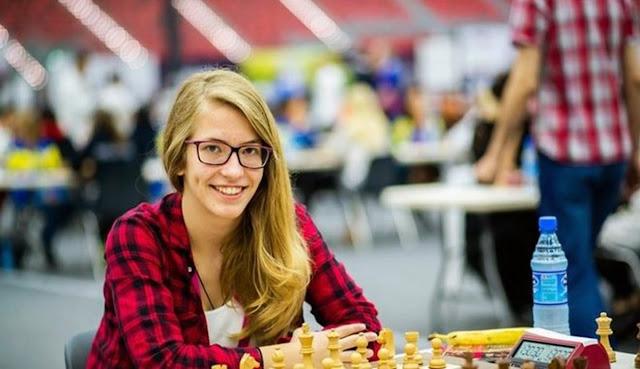 Η τρεις φορές παγκόσμια πρωταθλήτρια στο σκάκι Σ.Τσοκαλίδου αντιμέτωπη στο Ναύπλιο με 20 σκακιστές