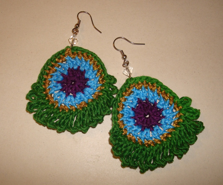 Nyanponcom Simple Peacock Earrings