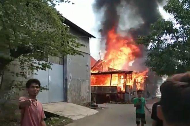 Kebakaran di Kompleks Eks Pasar Sentral Hanguskan 1 Rumah Warga