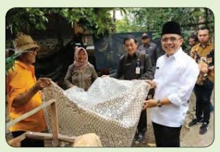 Perajin Batik Osing www.simplenews.me