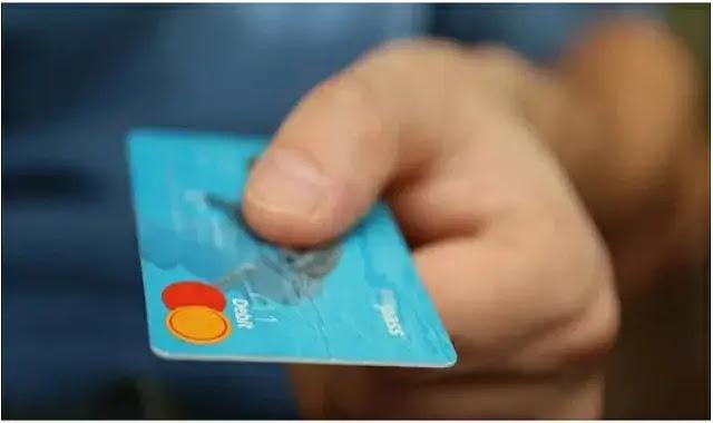 من المؤكد أنك تعرف بطاقات الائتمان التي تمنحك استرداد نقدي ، ولكن إذا كنت لا تستخدم هذه الخيارات الأخرى التي تمنحك أيضًا نقودًا ، فإنك تفتقد الكثير من المدخرات الإضافية من مشترياتك التجارية.