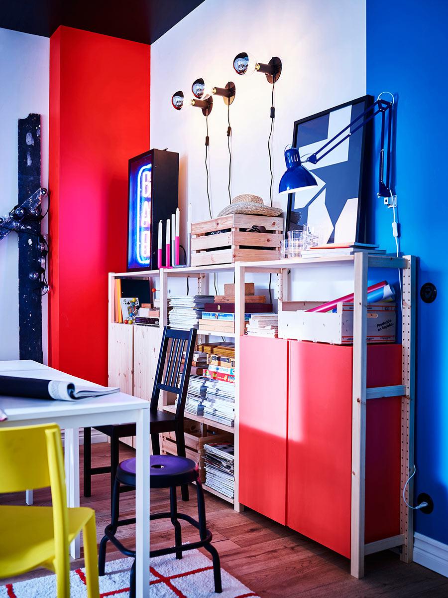 novedad catálogo ikea 2020 comedor mesa blanca silla negra y armario almacenaje rojo piso compartido creativo