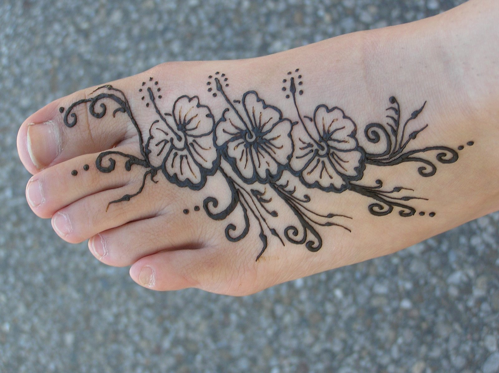 Beautiful Henna Tattoo Designs For Your Wrist: Hairstyles 2012: Beautiful Rose Tattoo Design For Women
