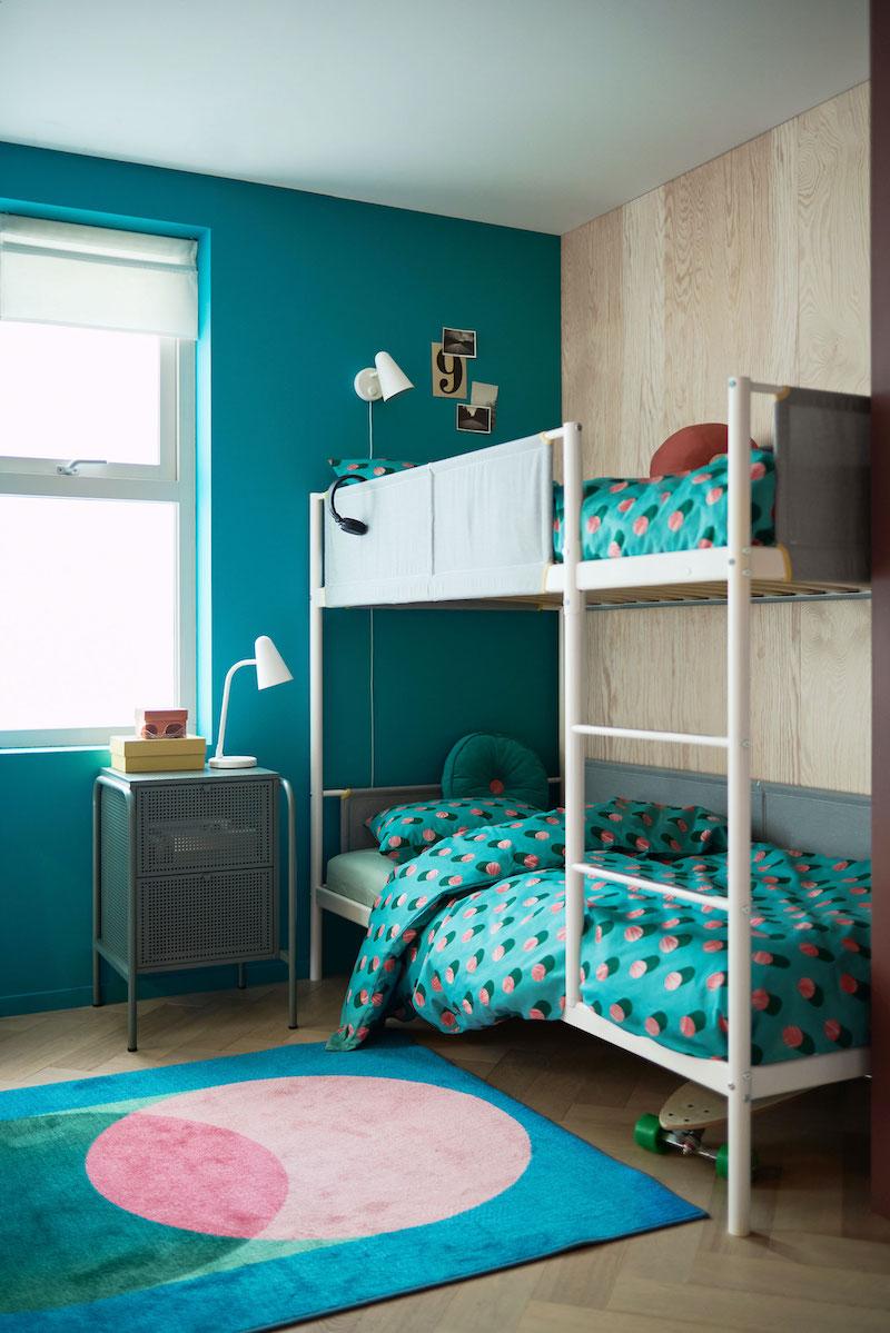 Dormitorio juvenil con literas de IKEA.