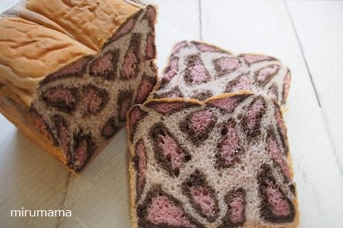 ピンクヒョウ柄パン