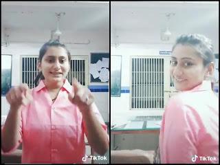 पुलिस थाने पर महिला पुलिसकर्मी को टिक टॉक वीडियो बनाना पड़ा महंगा