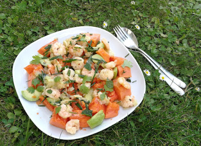 Papaya mit Shrimps und Avocado