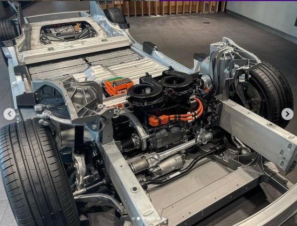 Sasis dan Motor Mobil Lucid