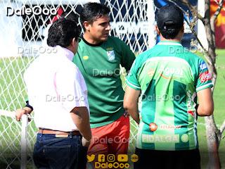 José Alfredo Castillo con los médicos de Oriente Petrolero - DaleOoo