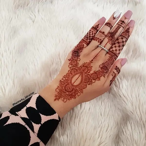 Lace_with_net_henna_pattern