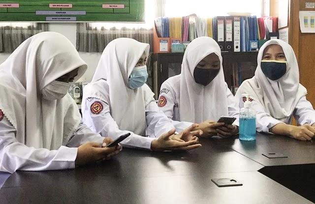 Cerita Siswi Nonmuslim di Padang Pilih Pakai Jilbab Sejak SD